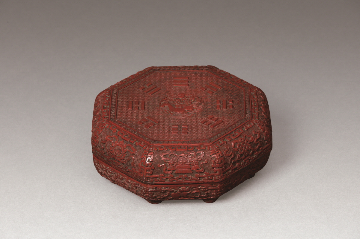 Carved Cinnabar Lacquer Octagon-Shaped Box and Cover, Qing Dynasty, H8.8 W21.6
