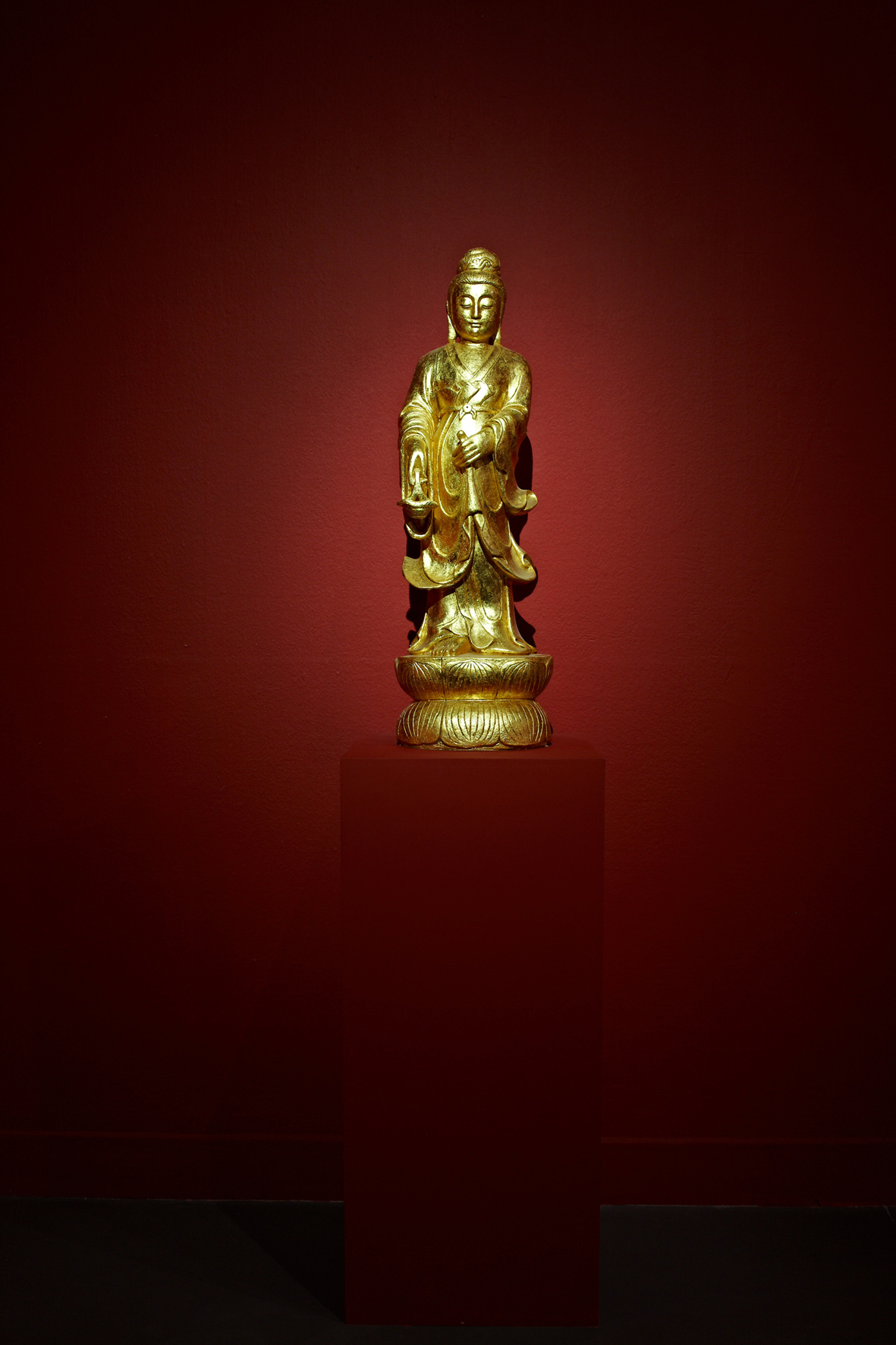 Gilt Buddha, 2011, Soap, gold leaf, varnish, 90x28x28cm