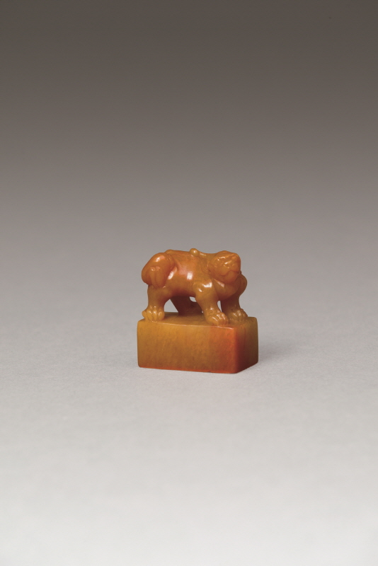 Tianhuang Stone Square Seal with a 'Mythical Beast' Knob, Qing Dynasty, H3.6 W3.3 (37g) (1)