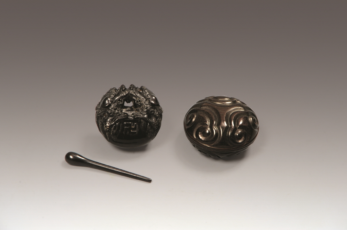 Carved Rosewood Box and 2 pieces of Rosewood Wooden[Moktak], Qing Dynasty/ 印盒 H3.5 W6.5, 木魚 H3 W5.5