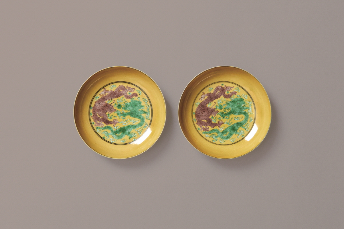 A Pair of Yellow-ground Dragon Design Dish, Kangxi Mark and Period, H2.7 W12.5 (1)