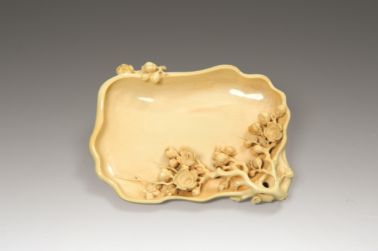 Ivory Brush Washer with Carved 'Apricot Flowers', Qing Dynasty, H2.1 W15.8 (2)