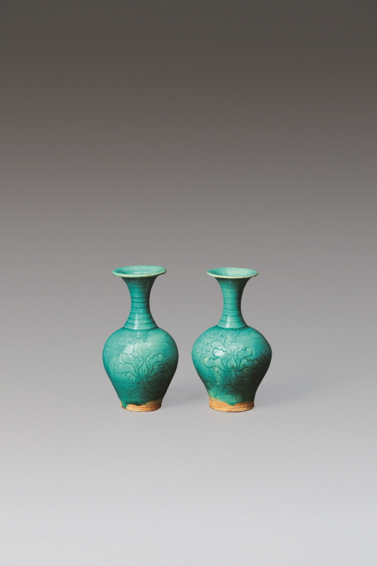 A Pair of Peacock Blue 'Peony' Vase, Jin Dynasty and Yuan Dynasty, H16.5 W9