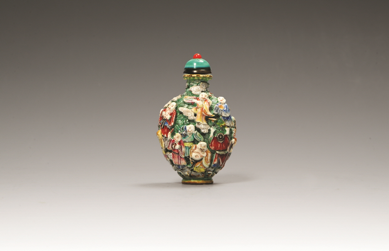 'Eight Immortals Crossing the Sea' Design Famille-Rose Snuff Bottle, Qing Dynasty, H8.5 W5.2