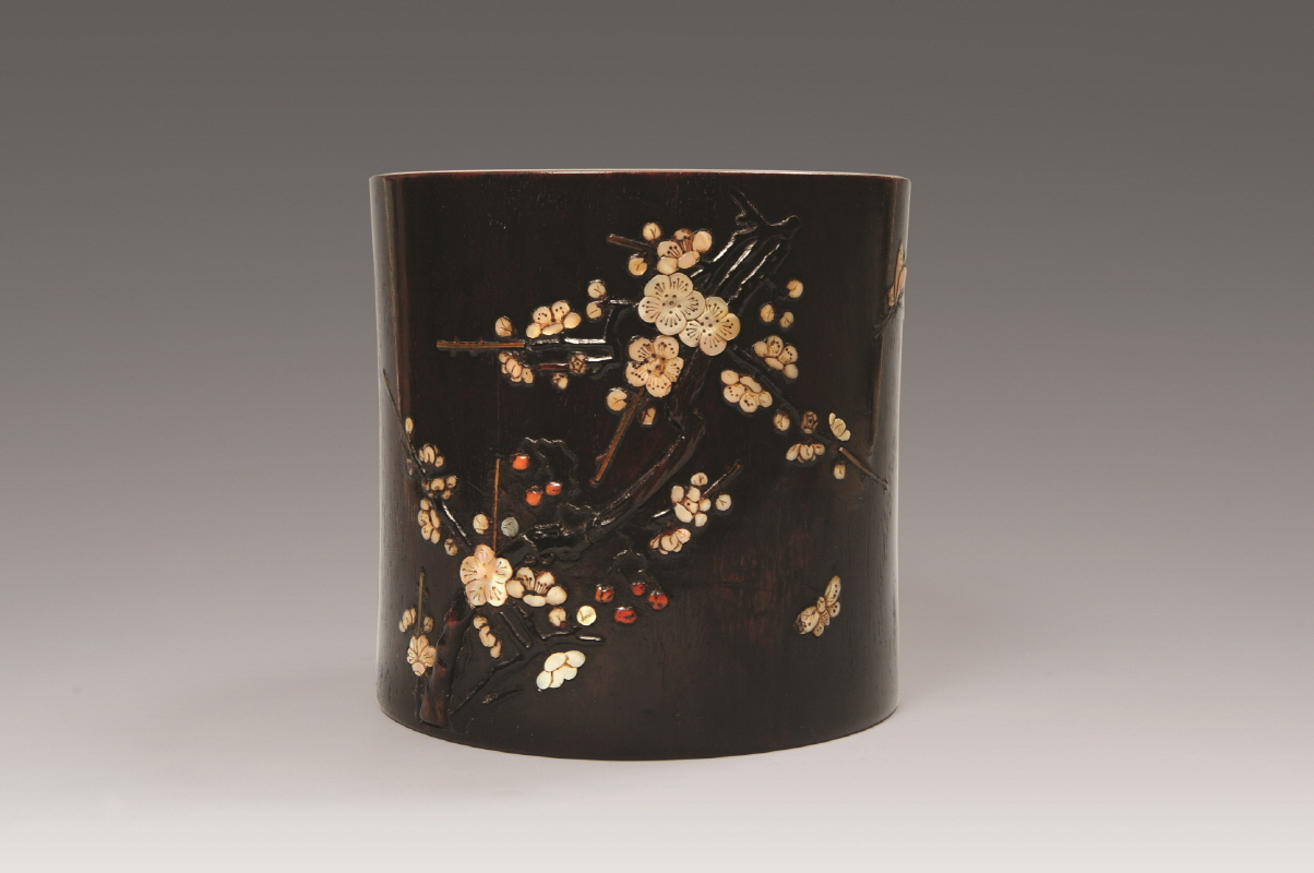 Mother of Pearl-Inlaid Rosewood Brushpot, Qing Dynasty, H17.5 W17.9