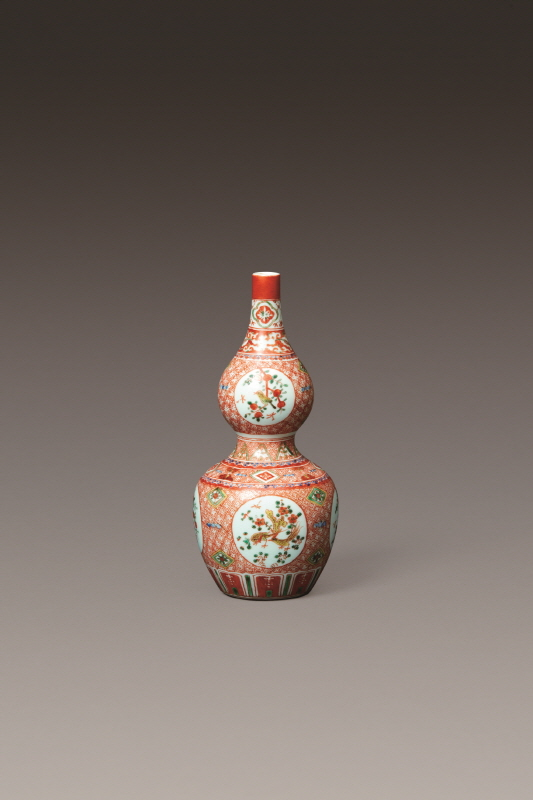 Wucai 'Flowers and Birds' Bottle, Qing Dynasty, H21 W10