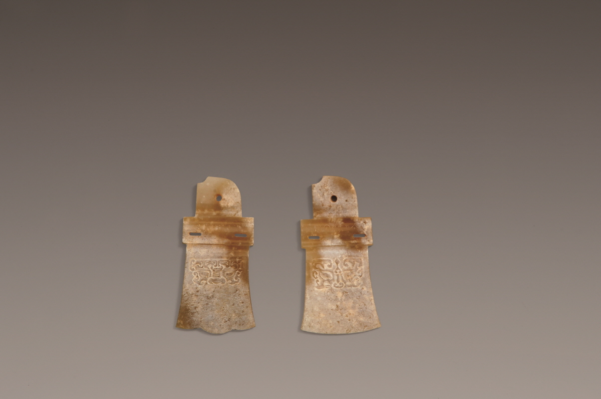 A Pair of Jade Pendants from Shijiahe Culture, Neolithic Period, H0.5 W8