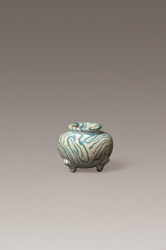Three Legged Pottery Washer with Blue and White Marble Design, Tang Dynasty, H6.2 W8