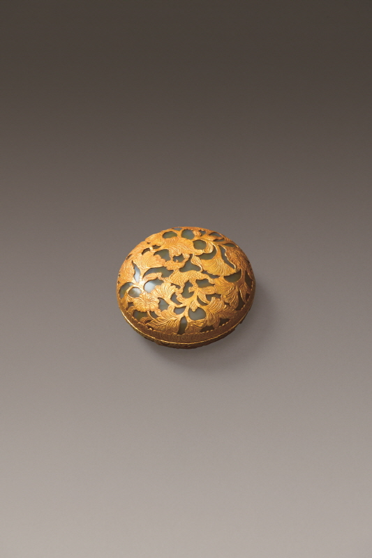 Gold Agate Box and Cover Inlaid with Unicorn Design, Liao Dynasty, H3.2 W8 (1)