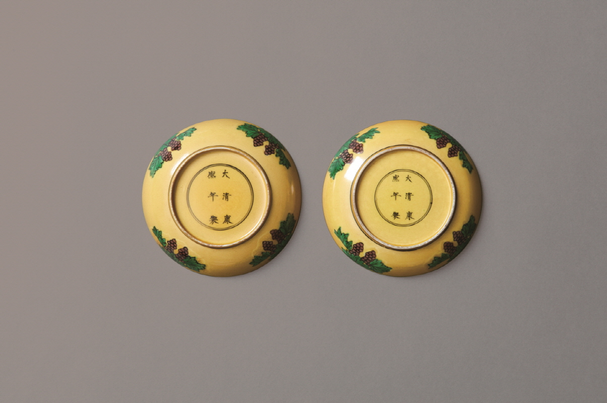 A Pair of Yellow-ground Dragon Design Dish, Kangxi Mark and Period, H2.7 W12.5 (2)