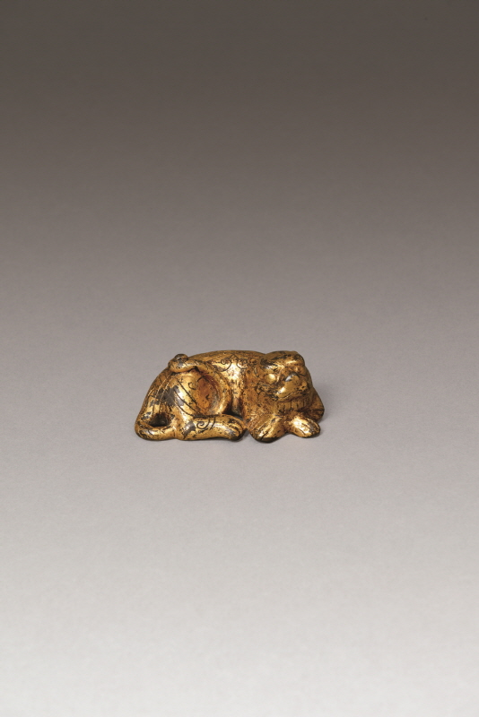 Tiger-Shaped Gilt Bronze Paperweight, Song Dynasty and Yuan Dynasty, H2.7 W8.5