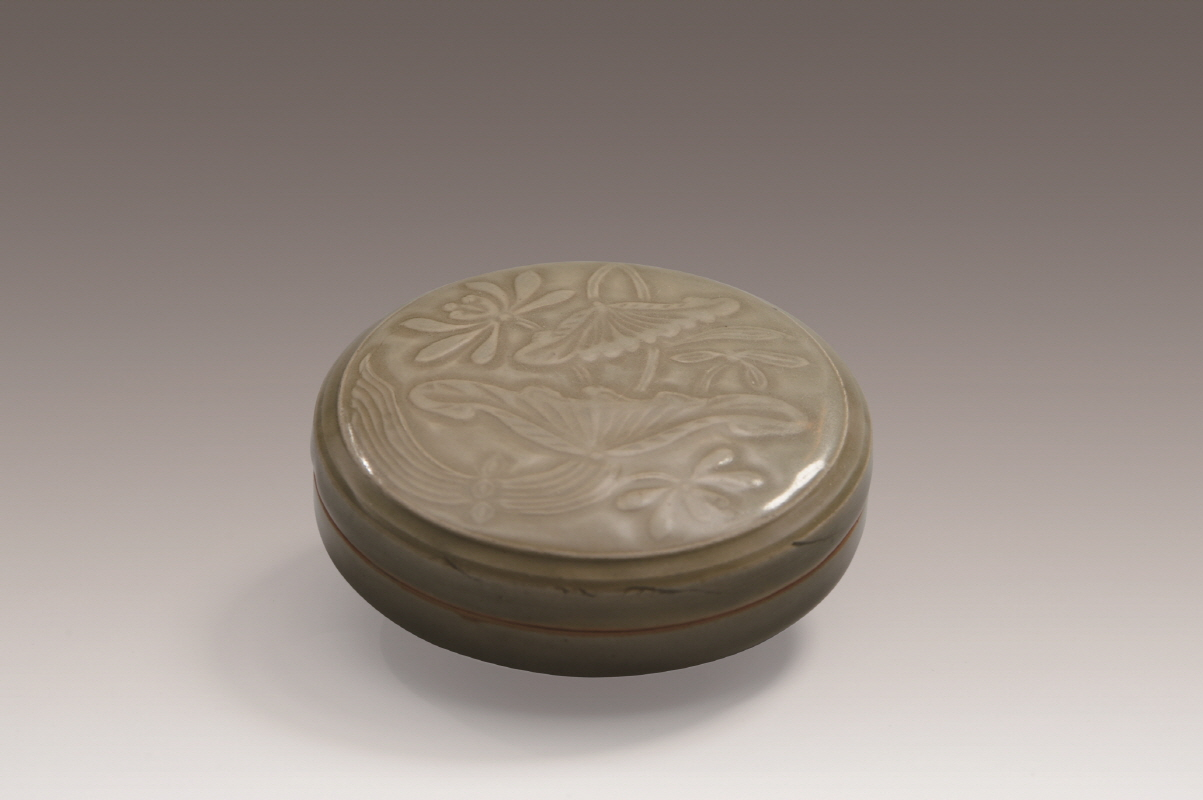 Longquan Lotus Flower-Patterned Celadon Box and Cover, Northern Song Dynasty, H4.5 W11.5