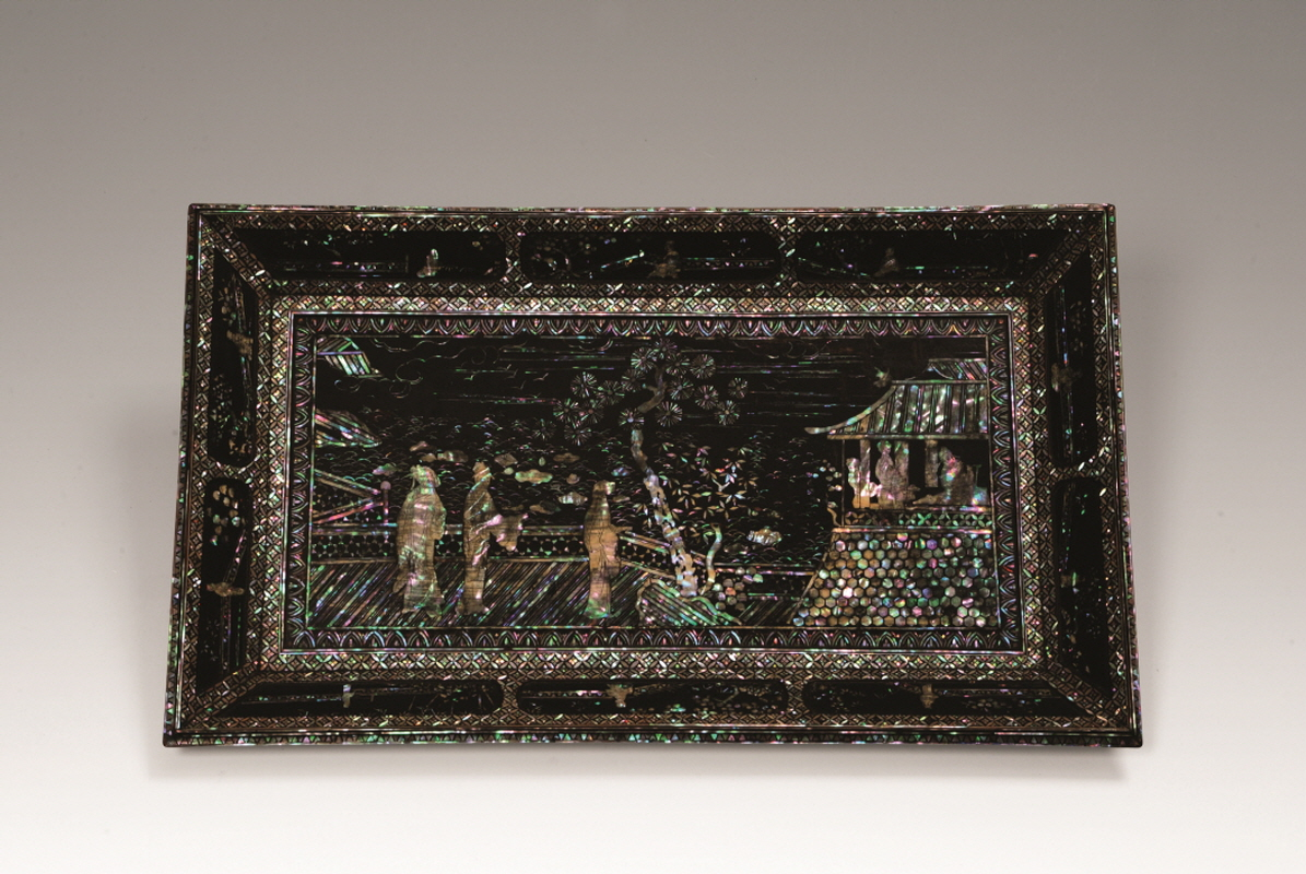 Mother-of-Pearl Inlaid 'Landscape' Black Lacquer Dish, Ming Dynasty, H25 W41.5