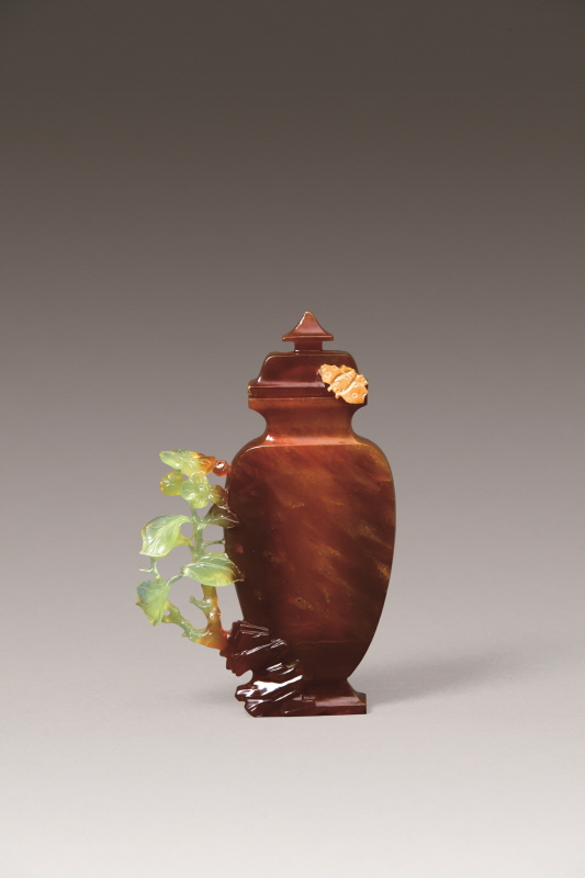 Yellow Agate Vase and Cover with Flower-Shaped Handle, Qing Dynasty, H15.8 W9.8