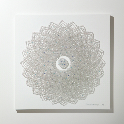 Flower in Desert (W)_Crystal, Pins on Wooden Panel_105x105cm_2009