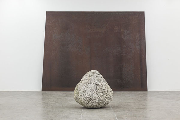 Relatum - Silence in Seoul, Steel plate and stone, 1 steel plate, 230x300cm; 1 stone 70x70x60cm, 2008