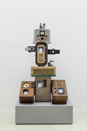 Techno Boy ll,2000,Antique Radios,Antique TVs,Antique Cameras,LCD Monitors,117x63x46cm